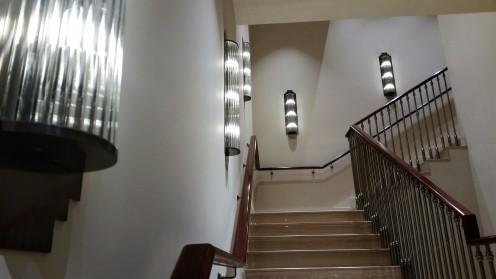 Ein Traum von Treppenhaus - oben DOB, unten HAKA.