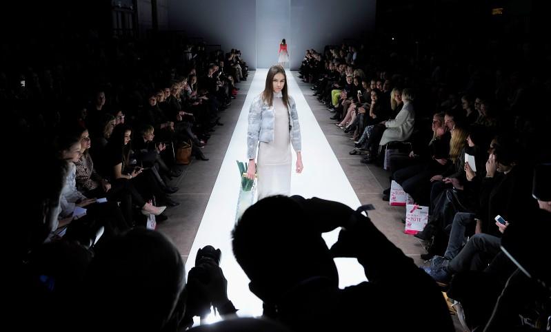 Rückblick auf Laveras zweiten Green Fashion Award mit spektakulären Bustiers, Denim-Upcycling und opulenten Mustern in Alpaka undBaumwolle