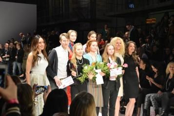 Die Finalisten mit Moderatorin Johanna Klum, Lavera-Chefin Klara Ahlers und Sängerin Yvonne Catterfeld.