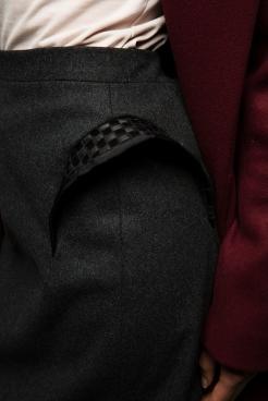 Bei diesem Rock bestehen die Taschen zum Teil aus BH-Trägern.