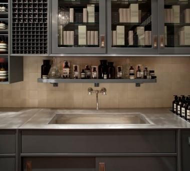 Inspiriert von der Frankfurter Küche, ein Meilenstein der deutschen Designgeschichte der 1920er Jahre