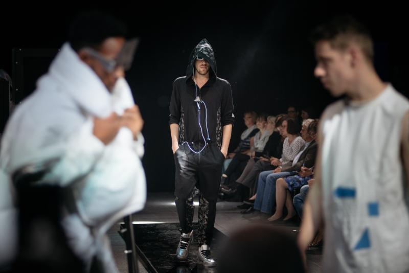 Modepreis Hannover 2016 geht an Gesa Schröder und Yangchuan Weng – im Bereich Menswear und DOB räumen Thi Hien Nguyen und Anna Sophia Flemmerab