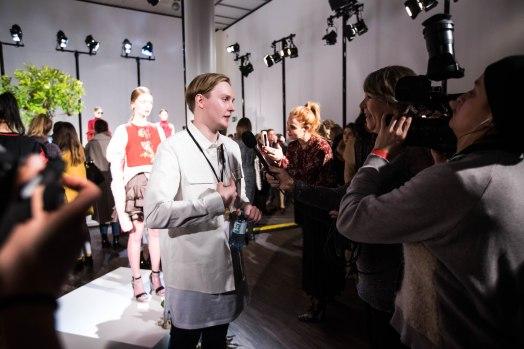 Danny Reinke im Anschluss an die Show im Gespräch mit der Presse.