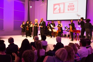 Louisa Mazzurana und Olli Peral führten durch beide Shows.