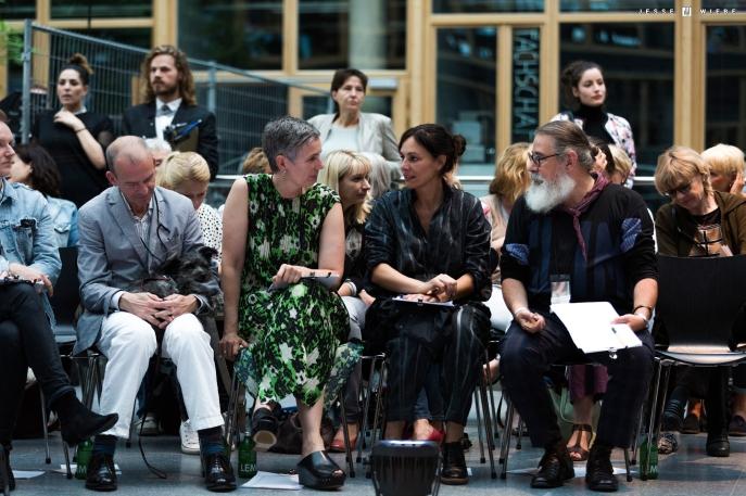 Blick auf die Jury um Alex Krenn (Vivienne Westwood).